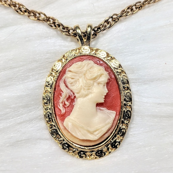 Jewelry - Cameo Pendant Necklace